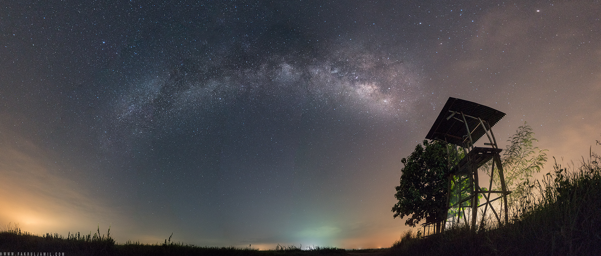 Panoramic of 7 vertical images to capture the full length of the Milky Way. | Sony A7R Mark II + FE 16-35mm F4 ZA OSS
